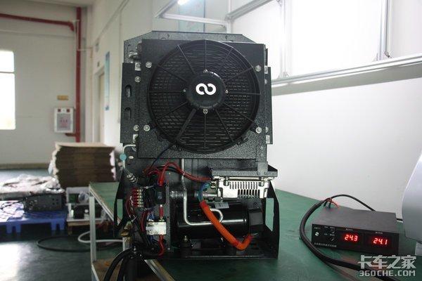 摩酷驻车空调是一款智能变频空调,压缩机和风扇均有变频功能,整机能耗