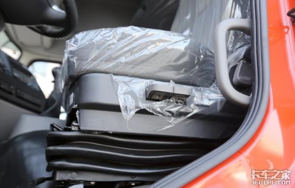 天龙也开始在主驾驶位装配气囊座椅图片