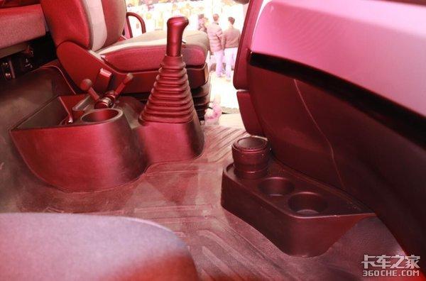 平地板驾驶室牵引车怎么选?你中意谁?