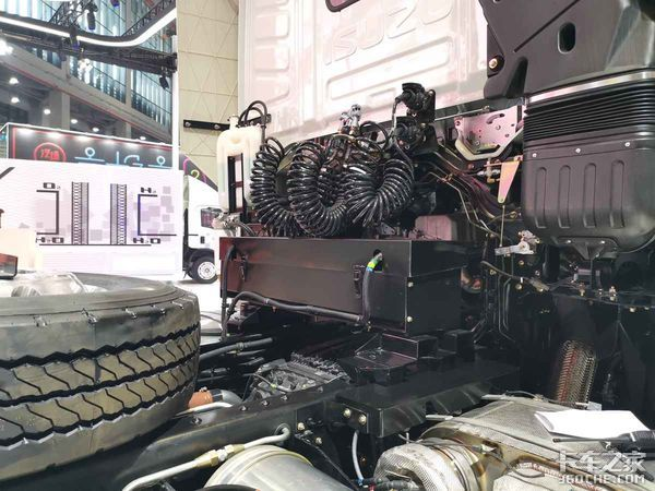 上海车展庆铃发新车16L发动机520马力