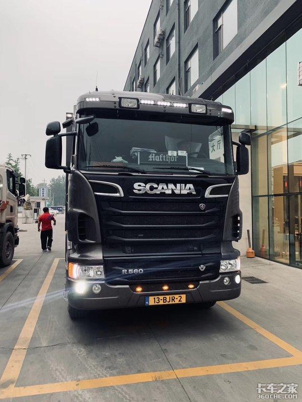 560马力V8,实拍斯堪尼亚R560越野房车