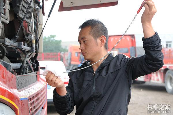 还在憋车?来看www.js77888.com发动机都'累'成啥了