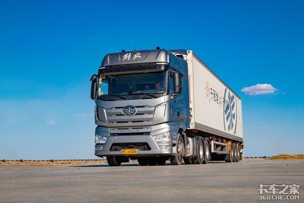 总重49吨,三千公里体验豪华版解放J7