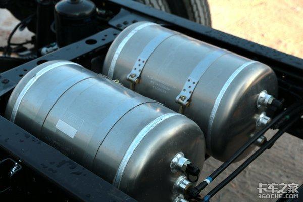 前轮盘刹+全车铝圈这款蓝牌轻卡怎么样