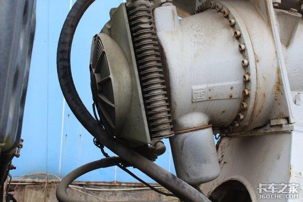 日野500卡车底盘这台搅拌车设置装备摆设不复杂