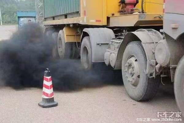 武汉:货车排放黑烟将暂扣车辆行驶证