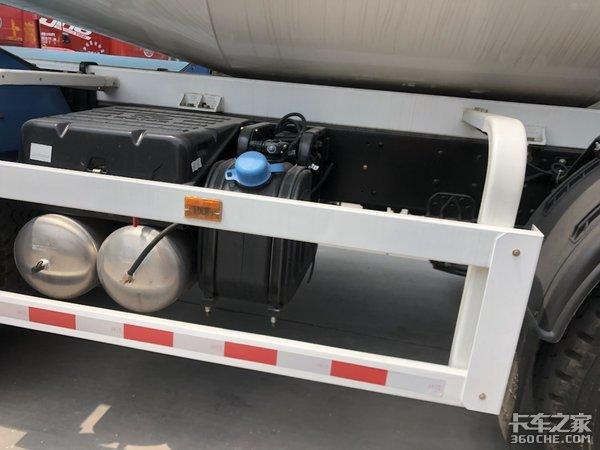 能拉18.5吨实拍华菱星马轻量化搅拌车