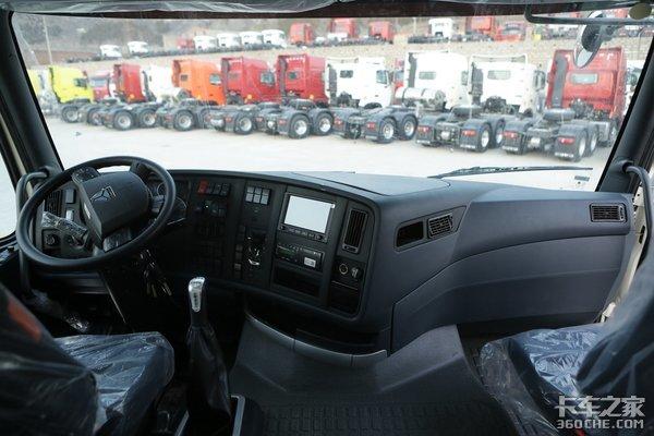 车市速看:重汽440匹LNG国六高配牵引车
