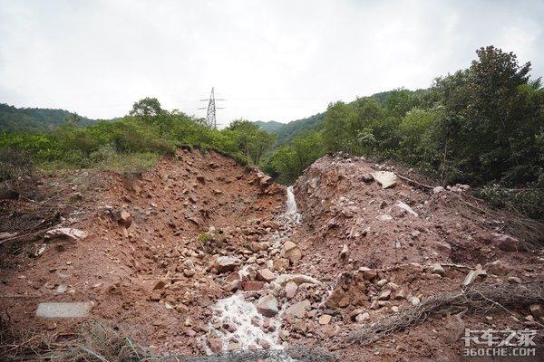 雅西高速108国道中断恢复通行时间未知