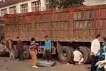 4死9伤!大货车拐弯处不减速与校车相撞