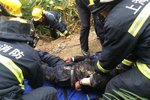 消防�出警救人 十字路口��v拒不�路