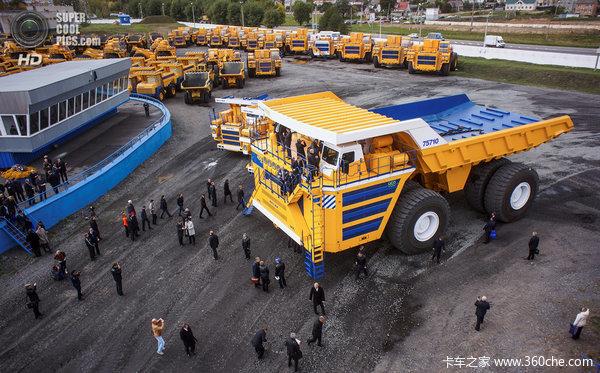 近四千万售价世界上最大自卸车的风采