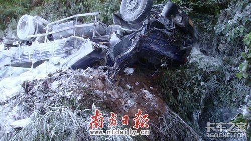 公路翻车导致5死1伤