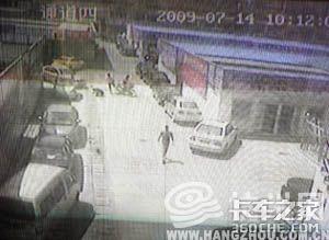 货车老板被劫身中12刀
