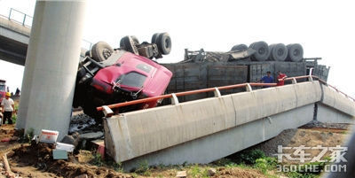 津晋高速坍塌致六人死