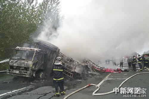 京沪高速大货突发自燃