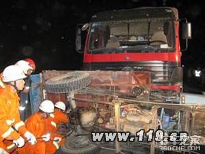 银川交通事故4死13伤