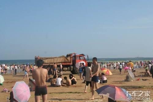 雷人卡车突现海水浴场
