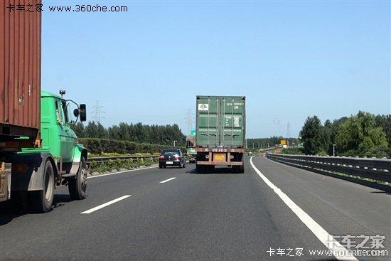 货车占超车道要受罚