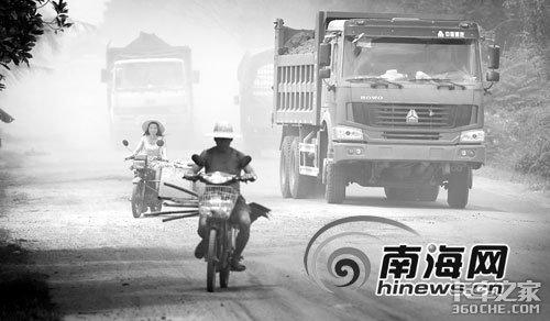 超载车辆使道路'减寿'