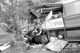 货车逆行撞车7人死亡