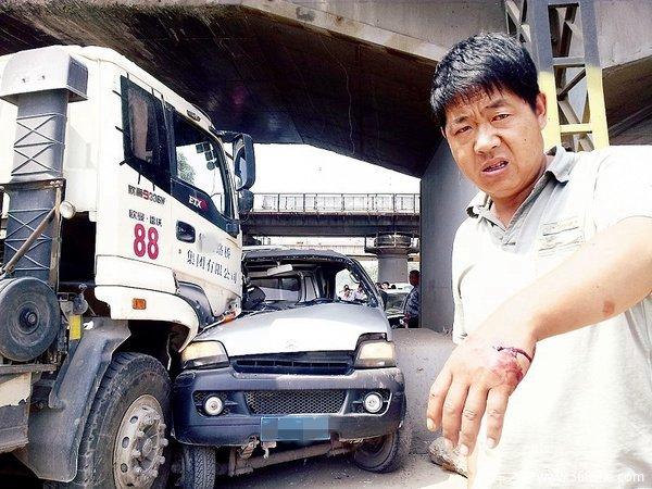 普货司机躲着走工程车为何名声那么差?