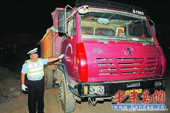 超载货车与交警躲猫猫