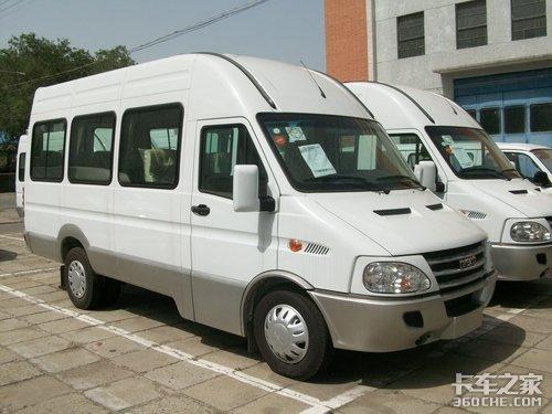 经典商务车依维柯宝迪17座车优惠2万元