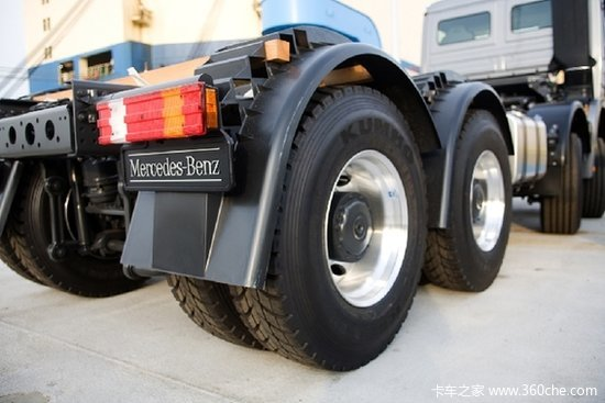 锦湖轮胎配套奔驰卡车