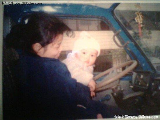 卡车轮上成长的孩子