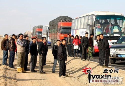 甘新交界堵车已经一周