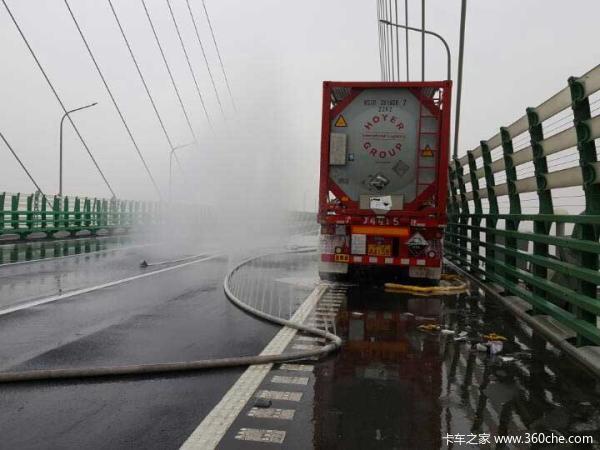19吨有害气体在桥上泄漏可致剧烈头疼