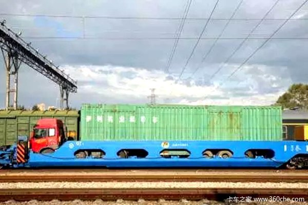 带上卡车还能坐火车?铁路驮运很霸气