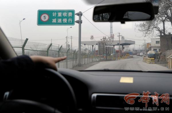 中国最牛收费站过条河收5元还常年堵车