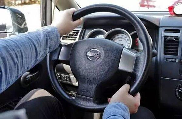 你知道吗?握方向盘也是有正确姿势的!