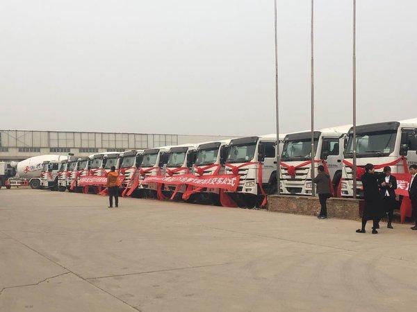 中国重汽豪沃搅拌车交车仪式在沧州举行