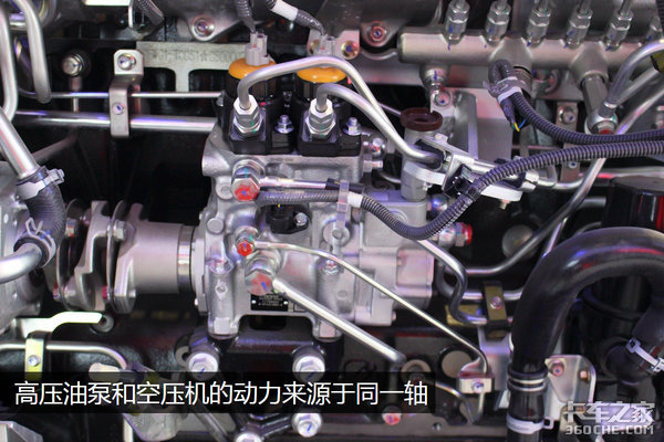 15.7升巨咖机长啥样?V型空压机很特别