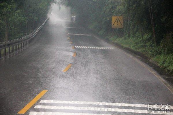 雨中体验山路和重载只想把安全带拴死