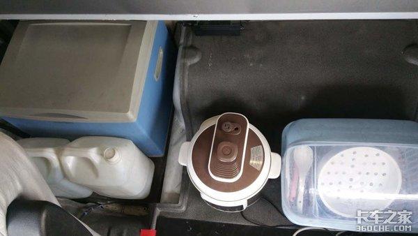 长途跑车必备看卡友如何选择车载冰箱