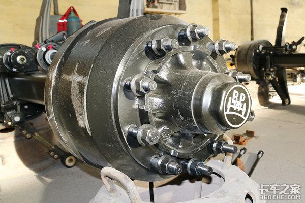 高端化配置解放J7半挂车开启长测模式