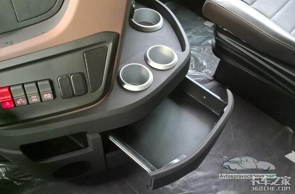 卡玛斯推出全新重卡奔驰驾驶室是亮点