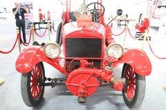 爷爷辈的车! 据说这辆消防车快100岁了