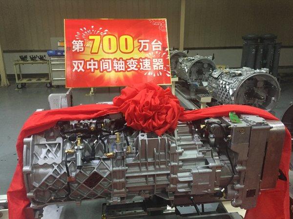 法士特第700万台高端变速器顺利下线