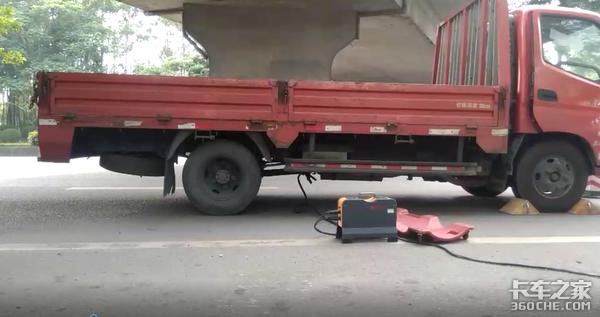 广州卡友路遇尾气检测大量卡车收到罚单