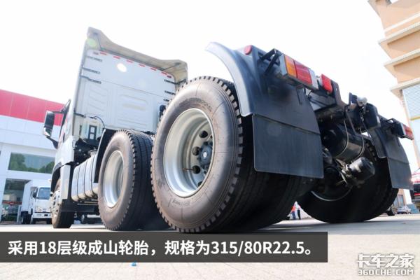 自重9吨搭载16升动力庆铃巨咖到店实拍