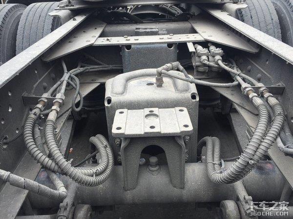侧置双气瓶这台LNG版陕汽X3000挺特别