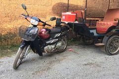 柬埔寨的摩托车拖个
