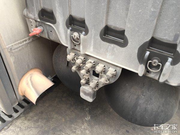 尿素罐和油箱融为一体这辆曼不一样