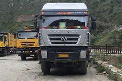 藏区卡车什么样 外表写藏文 车内供活佛