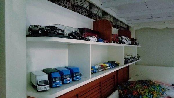 拥有无数车模和五辆五十铃退役车型17岁少年打造自己的卡车王国
